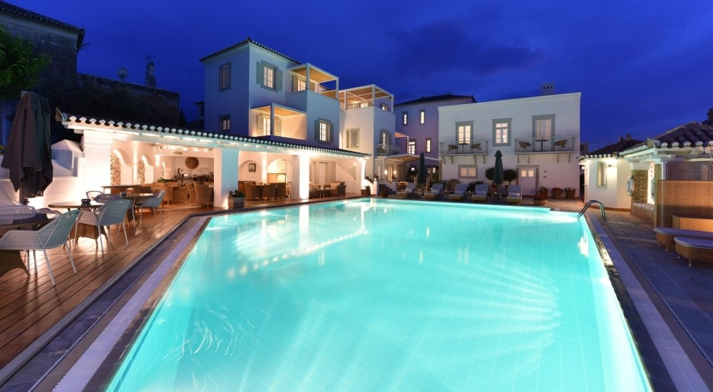 Welcome to Zoe's Club hotel in Spetses.