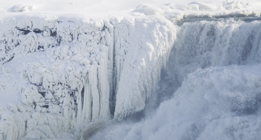 These Photos of a Frozen Niagara Falls Are Absolutely Stunning