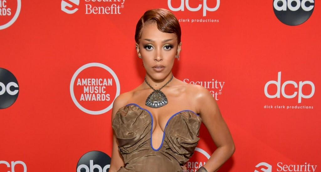 The Best Red-Carpet Looks From The American Music Awards