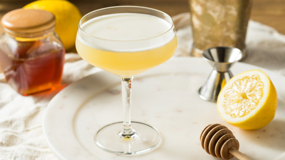 How to Make a Bees Knees, a Roaring '20s Gin Cocktail to Ring in the Spring